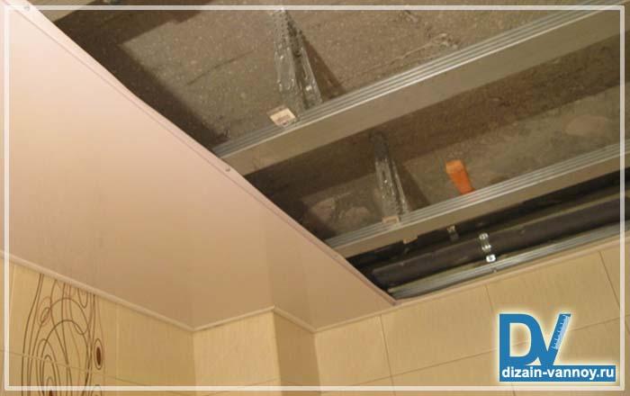 Подвесной потолок в ванну своими руками