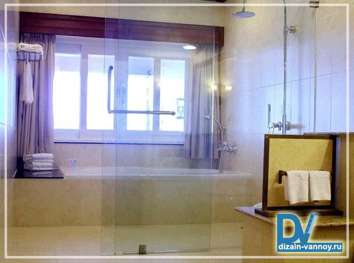 стеклянная перегородка для ванной
