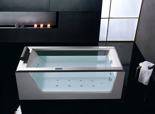 ванна с прозрачными бортами