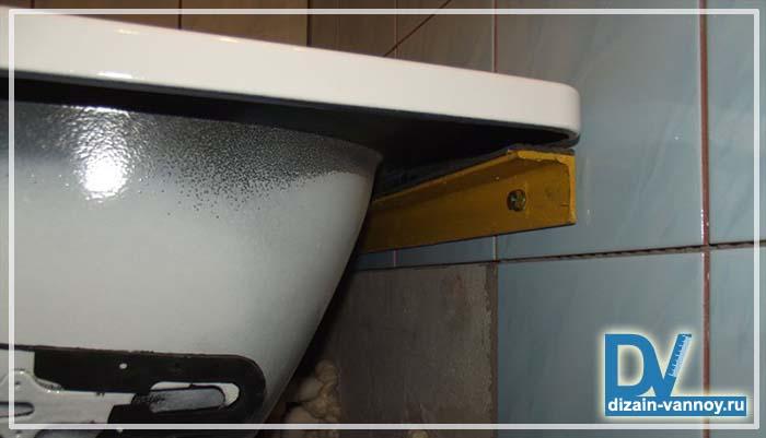 как закрепить металлическую ванну