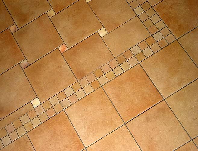 красиво выложенная плитка в ванной