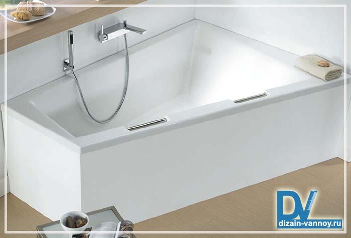 асимметричная чугунная ванна