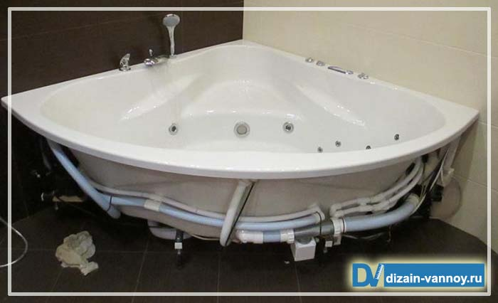 угловая акриловая ванна с гидромассажем