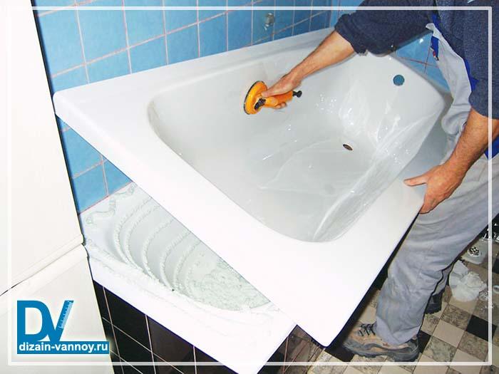 установка вкладыша в ванну