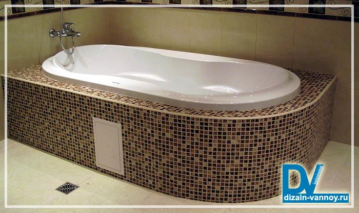 экран из мозаики под ванну