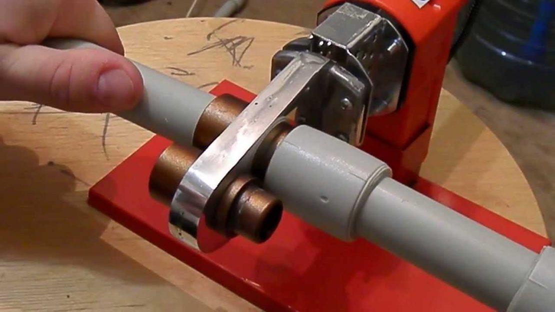 установка пластиковых труб отопления